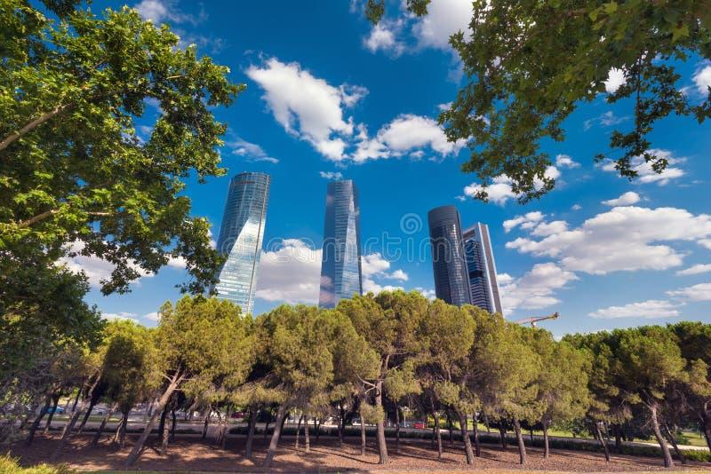 马德里地平线、财政区和四个摩天大楼塔 库存图片