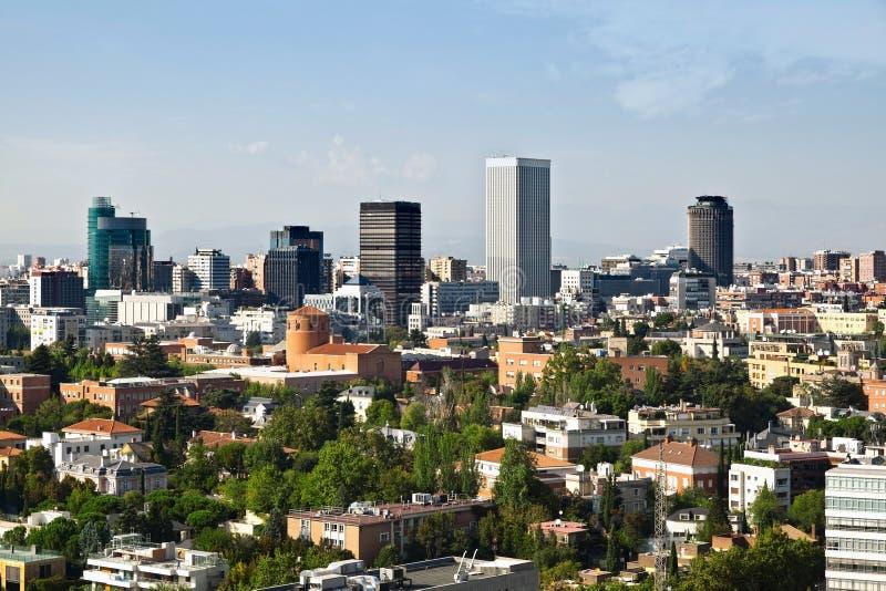 Download 马德里地平线 库存照片. 图片 包括有 地标, 都市风景, 摩天大楼, 拱道, torre, 都市, 欧洲 - 22353838