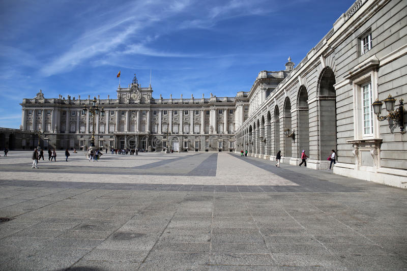 马德里王宫庭院 免版税库存照片