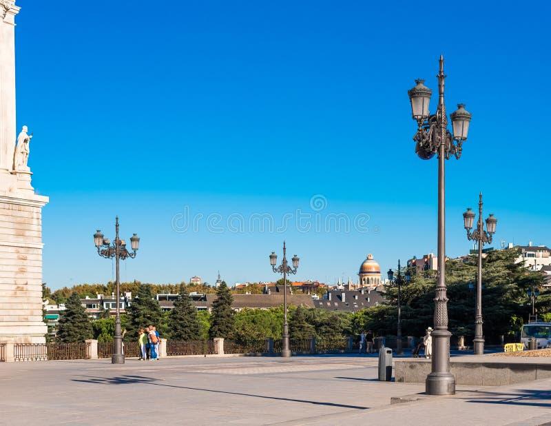 马德里,西班牙- 2017年9月26日:正方形的看法在附近的 免版税库存图片