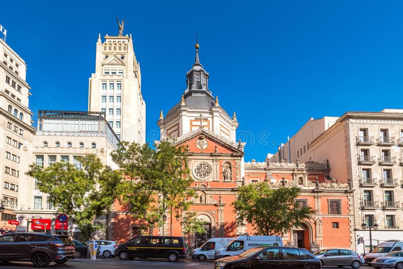 马德里,西班牙- 2017年9月26日:las Calatravas教会看法  复制文本的空间 免版税库存照片