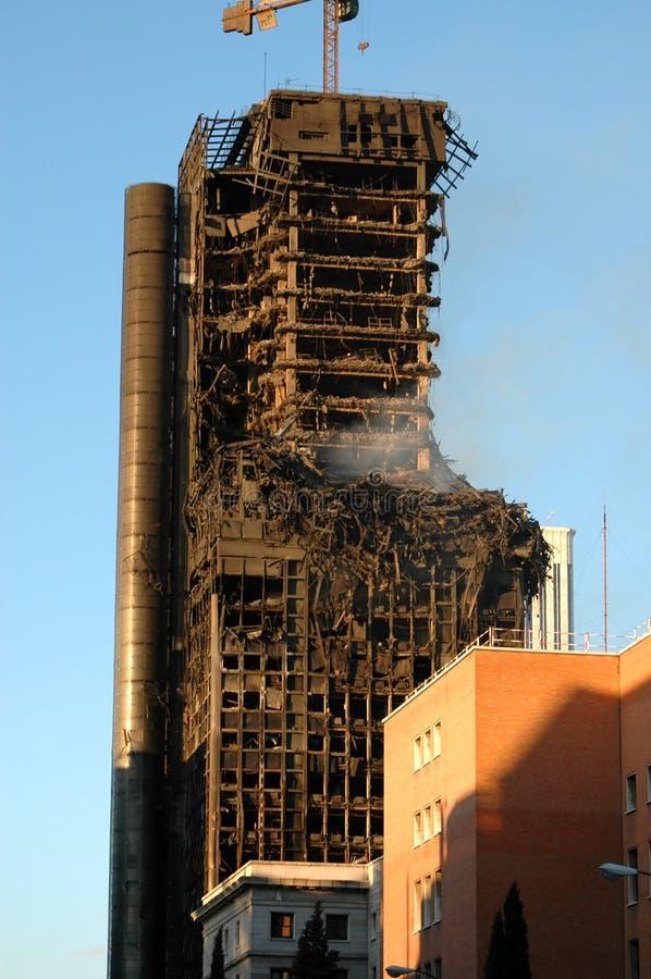 马德里- 2月13 :被烧的修造的温莎塔在马德里 免版税图库摄影