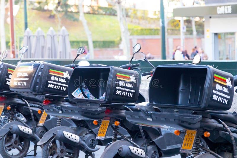马德里/西班牙–03 03 2019年:汉堡王交付滑行车服务在马德里西班牙 免版税库存图片