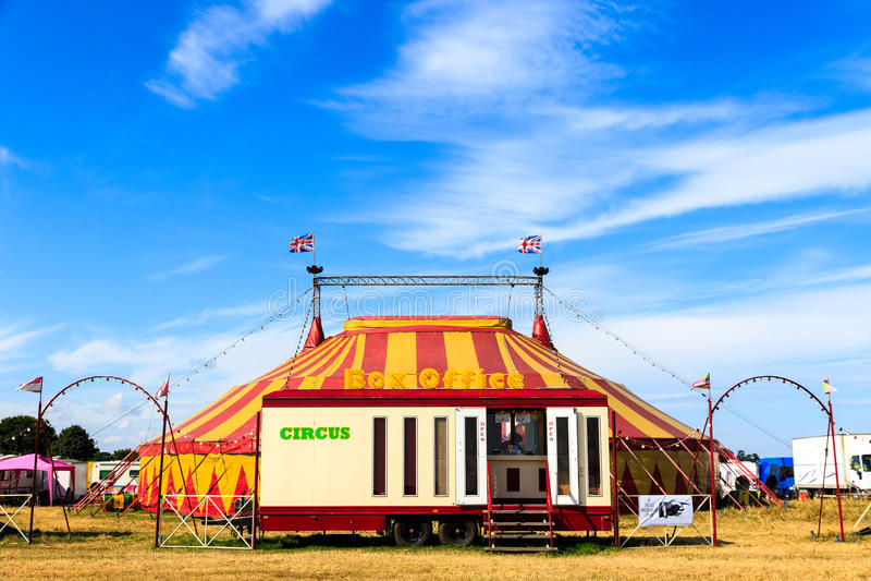 马戏场帐篷和票房 免版税库存照片