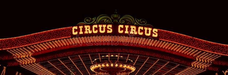 马戏马戏赌博娱乐场,拉斯维加斯, NV霓虹灯全景  免版税图库摄影