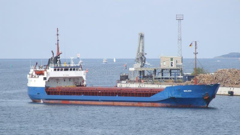 马拉加一般货物船输入到维斯马在德国 库存图片