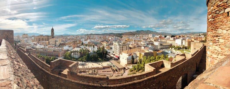 马拉加,西班牙,安大路西亚的全景鸟瞰图  老西班牙镇美好的都市风景,横幅全景 免版税库存图片
