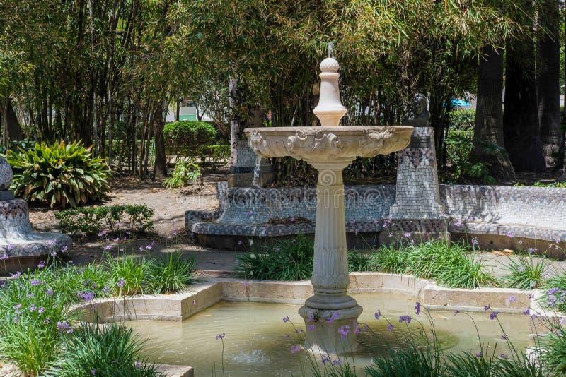马拉加, ANDALUCIA/SPAIN - 5月25日:喷泉在一个公园在马拉加 库存图片