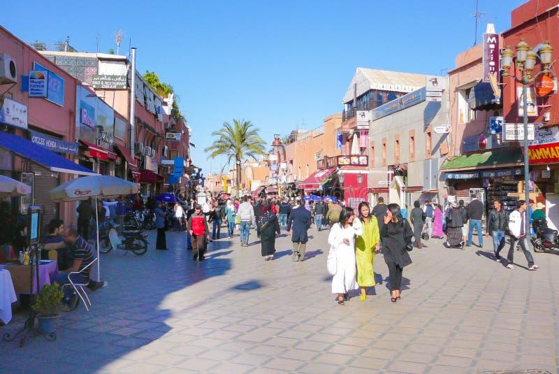 马拉喀什Riad Zitoun Lakdim街道在一好日子 免版税库存照片