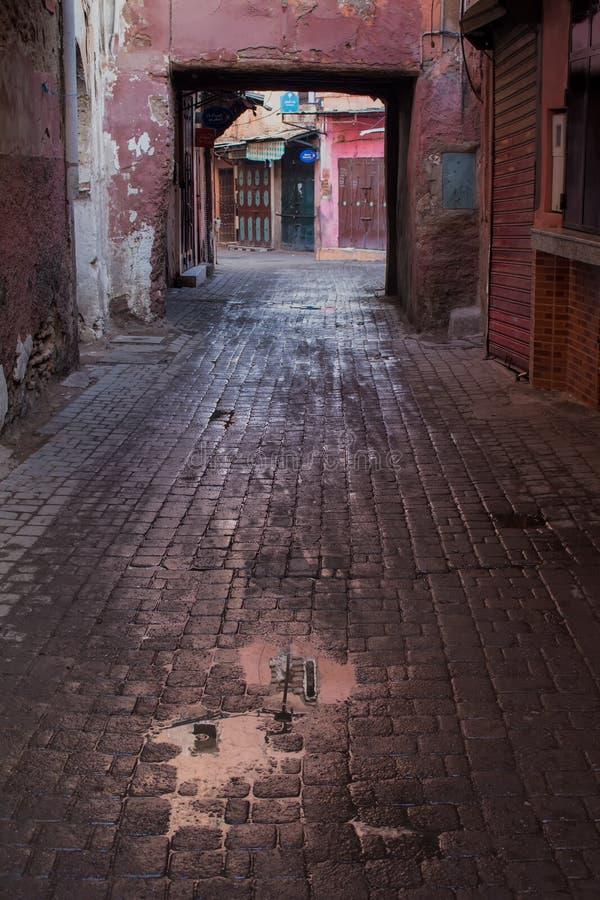 马拉喀什街道在雨以后的 免版税库存照片