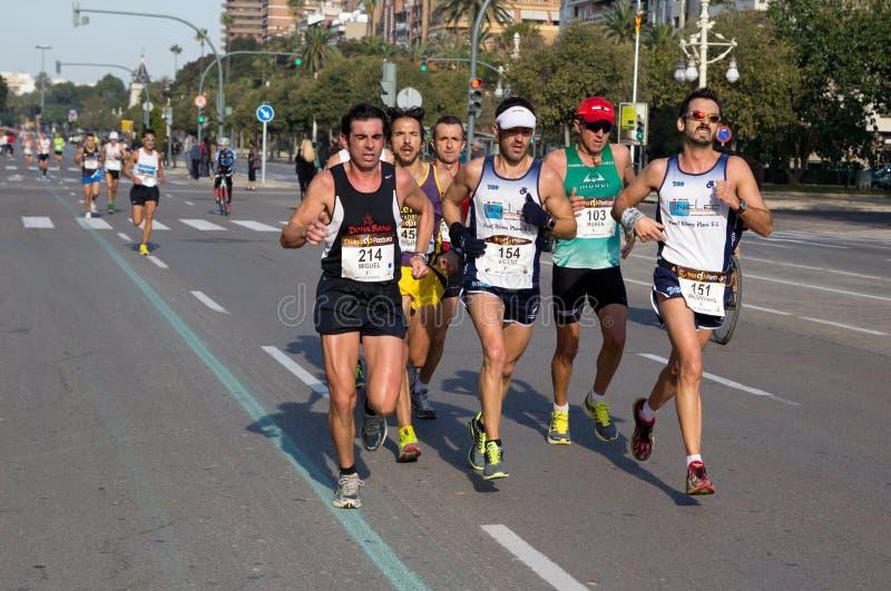 Download 马拉松运行 图库摄影片. 图片 包括有 赛跑者, 种族, 公里, 成人, 中间, 有效地, 慢跑者, 西班牙 - 22355382