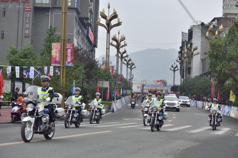 马拉松长跑摩托车指南队的场面 库存照片