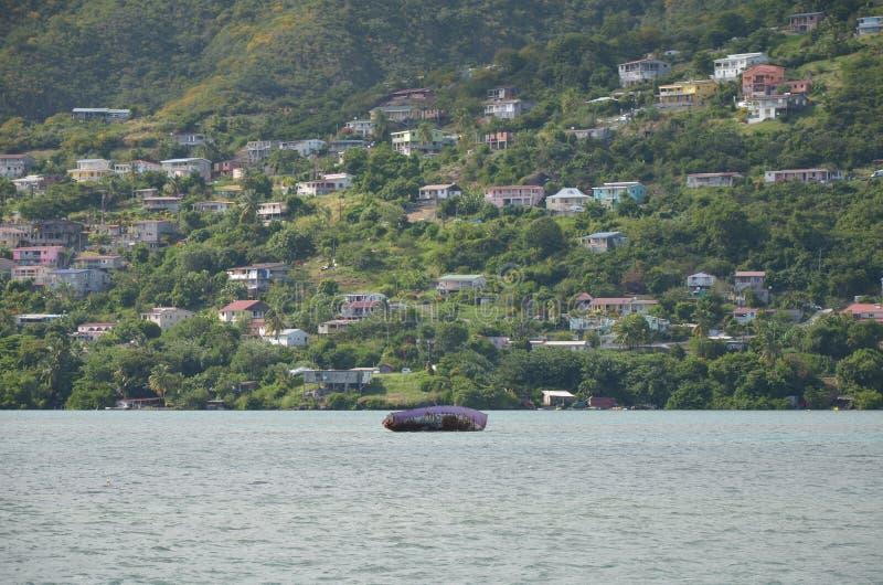 马提尼克岛船失事船只和别墅 免版税库存图片