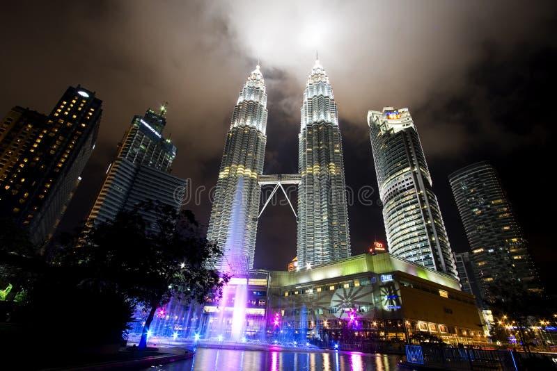 马来西亚晚上天然碱耸立双胞胎视图 免版税库存图片