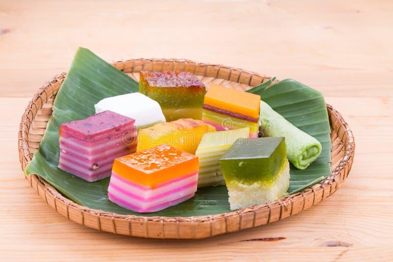 马来西亚普遍的被分类的甜点心或叫作kuih kueh 库存图片