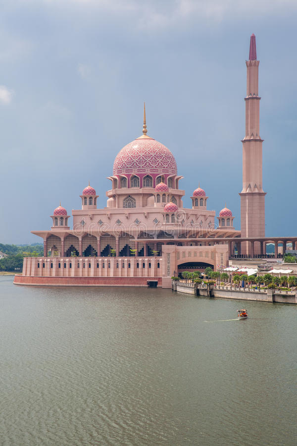 马来西亚清真寺putra putrajaya 库存图片