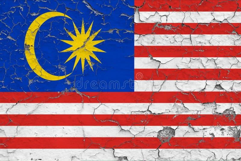 马来西亚的旗子在破裂的肮脏的墙壁上绘了 葡萄酒样式表面上的全国样式 向量例证