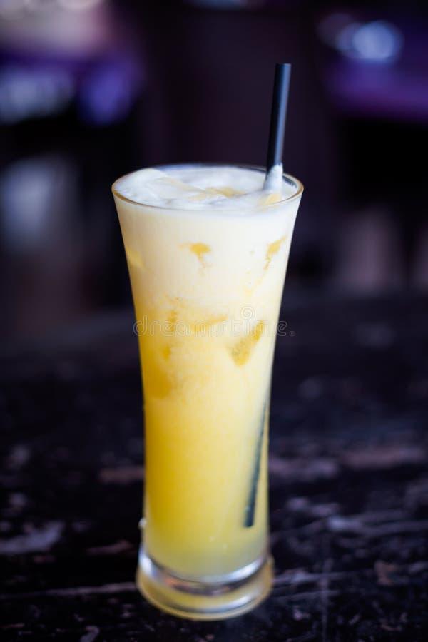 马来西亚被冰的菠萝震动 免版税库存照片