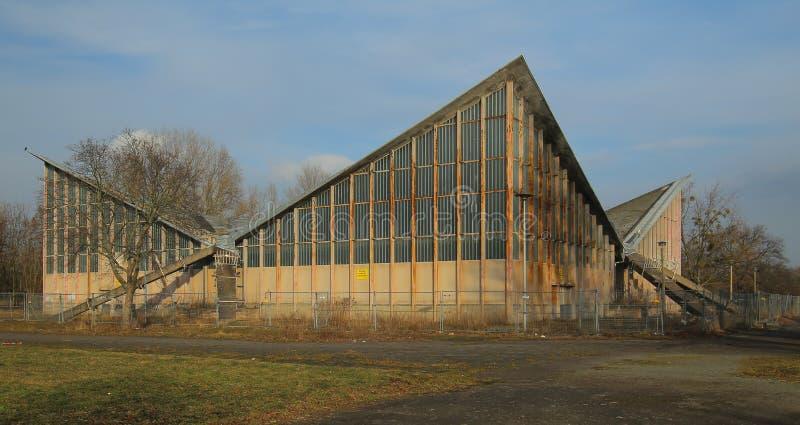 马格德堡,德国- 2018年2月19日:在乌尔里克以后Muether计划被修建的Abandonded多用途大厅,称Hyparschale 库存图片