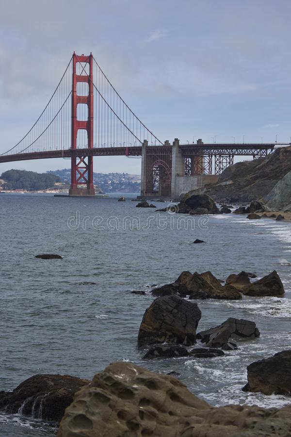 马歇尔与金门大桥的` s海滩 库存图片