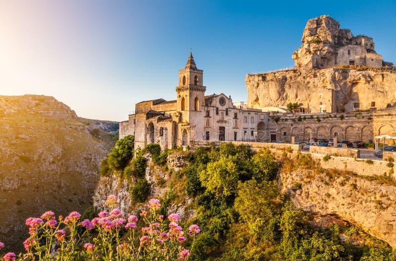 马泰拉,巴斯利卡塔,意大利古镇日出的 免版税图库摄影