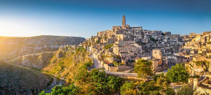 马泰拉,巴斯利卡塔,意大利古镇日出的 免版税库存图片