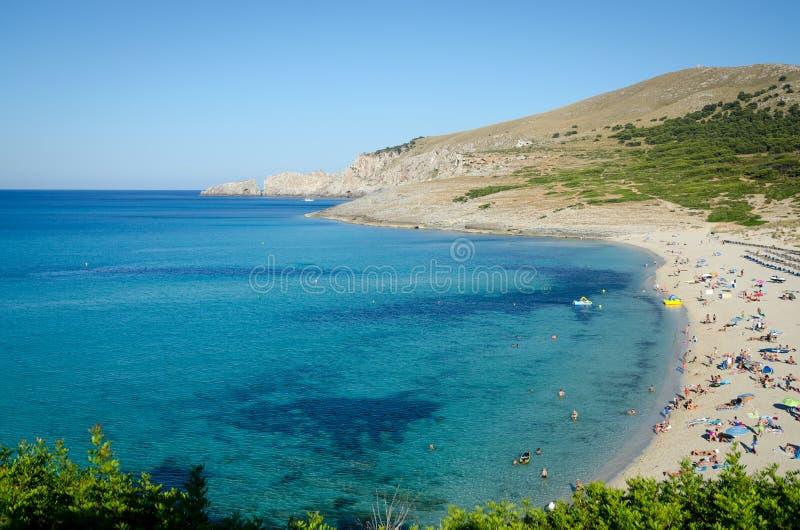 马略卡海滩全景用绿松石水 r 免版税图库摄影
