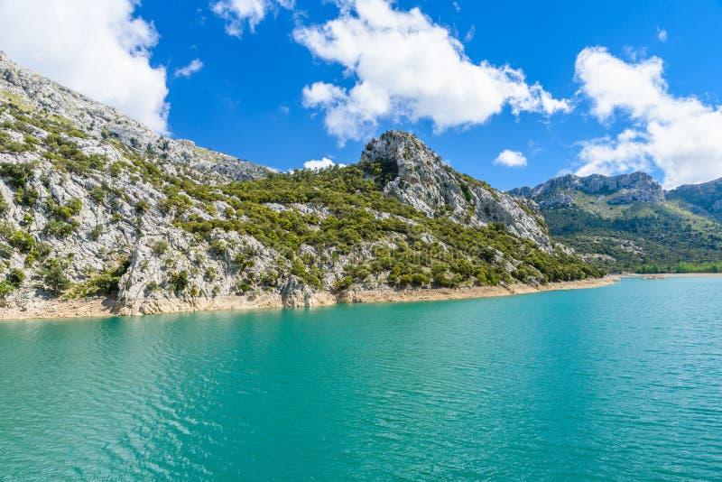 马略卡的Gorg Blau湖- beautiufl蓝色盐水湖 免版税库存图片