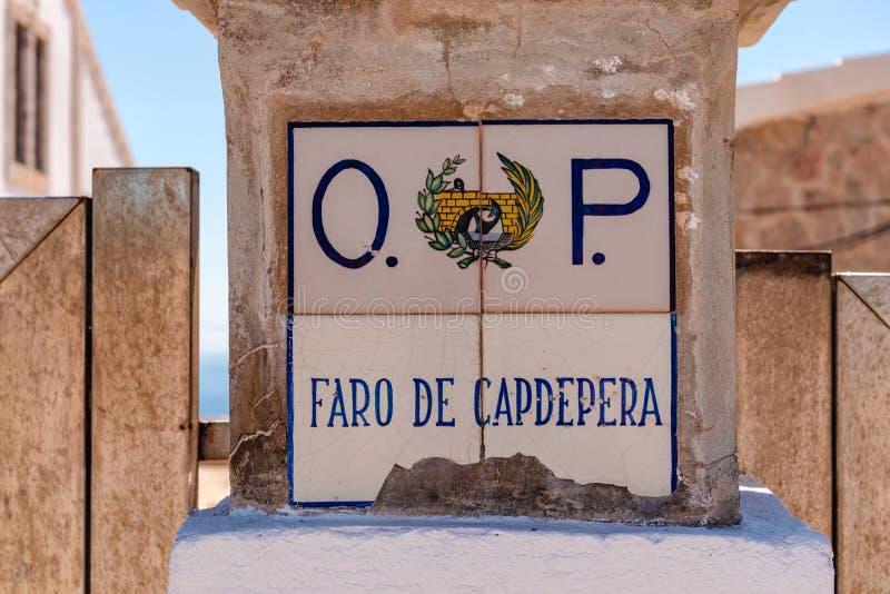 马略卡,西班牙- 2019年5月10日:法鲁做卡普德佩拉标志 卡普德佩拉灯塔位于最东部问题的马略卡,一 图库摄影