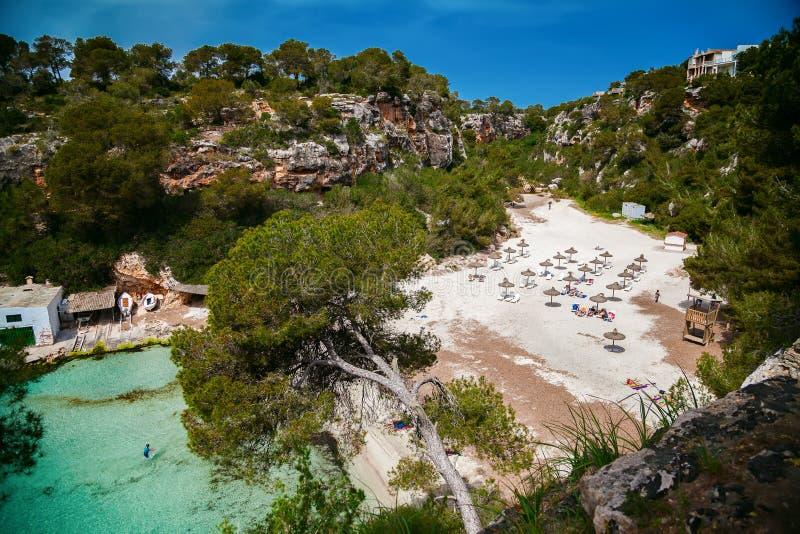 马略卡-海滩Cala Pi美丽的海湾  免版税库存图片