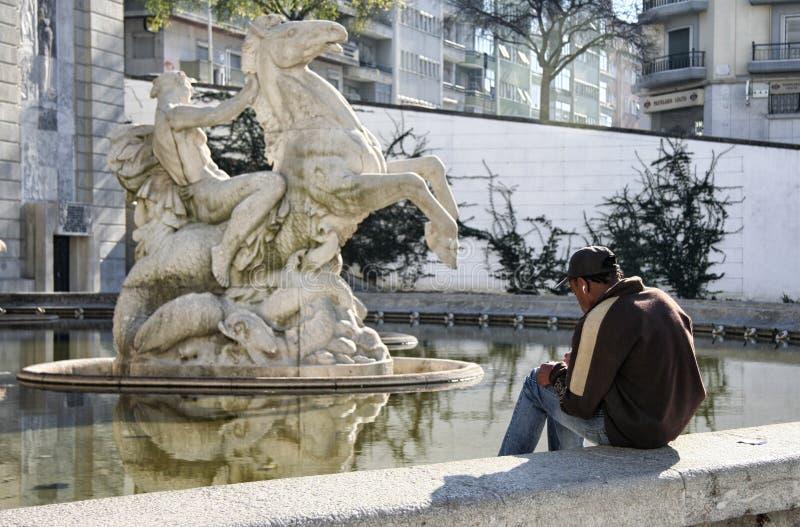 画马的年轻画家 免版税库存照片