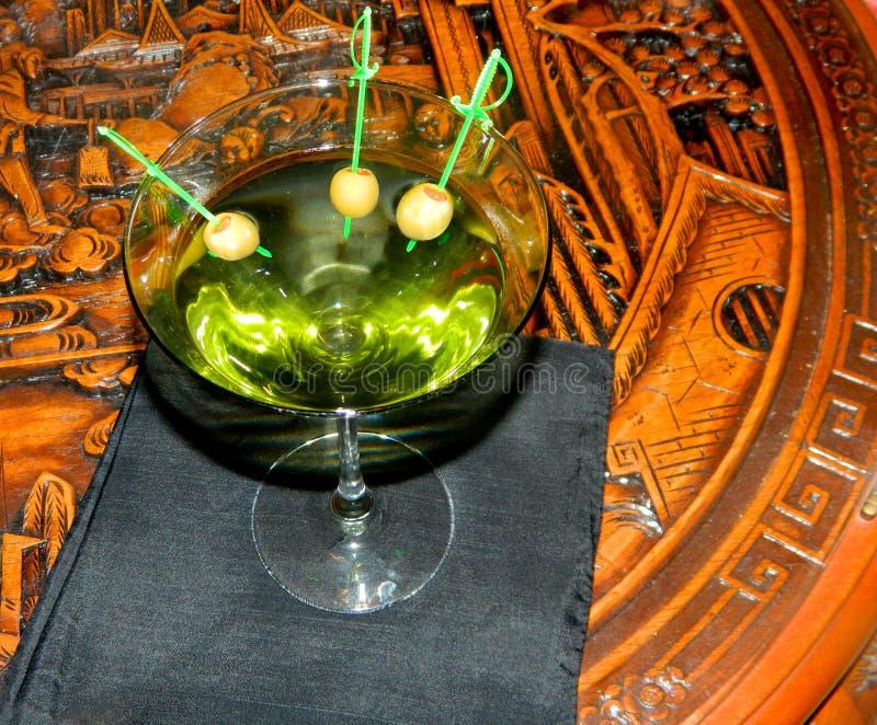 马蒂尼鸡尾酒橄榄三 库存图片
