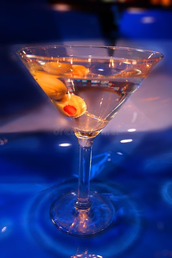 马蒂尼鸡尾酒橄榄 免版税库存照片