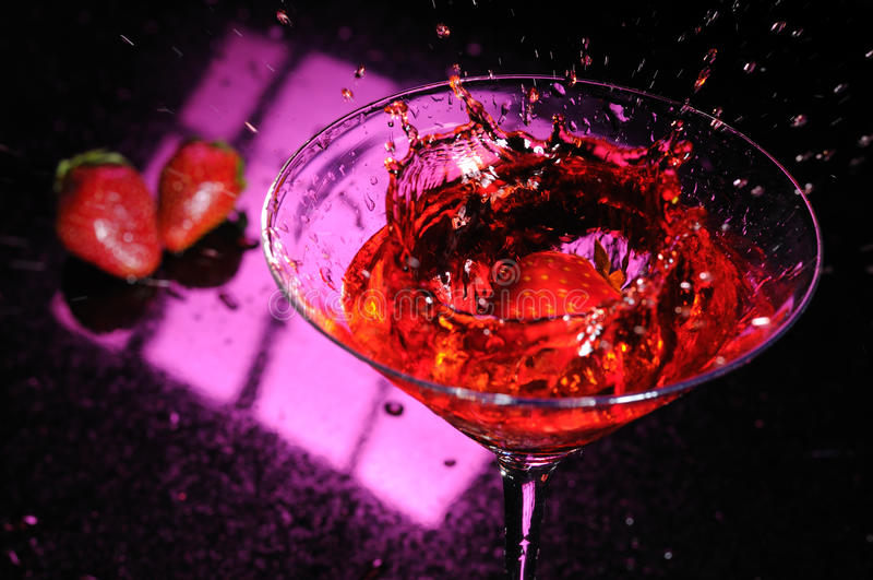 马蒂尼鸡尾酒草莓 库存照片