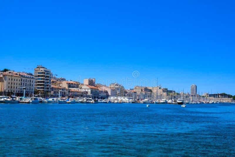 马赛旧港口的左堤防的全景  弗约波尔de马赛,法国 免版税库存照片