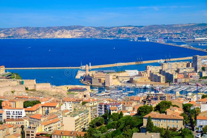 马赛老和新的港的全景  弗约波尔de马赛,法国 库存照片