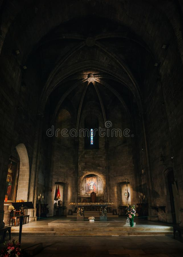 马赛,法国- 2016年6月22日:修道院(Abbaye)圣徒胜者古老被加强的修道院教会内部看法,建立 免版税库存图片
