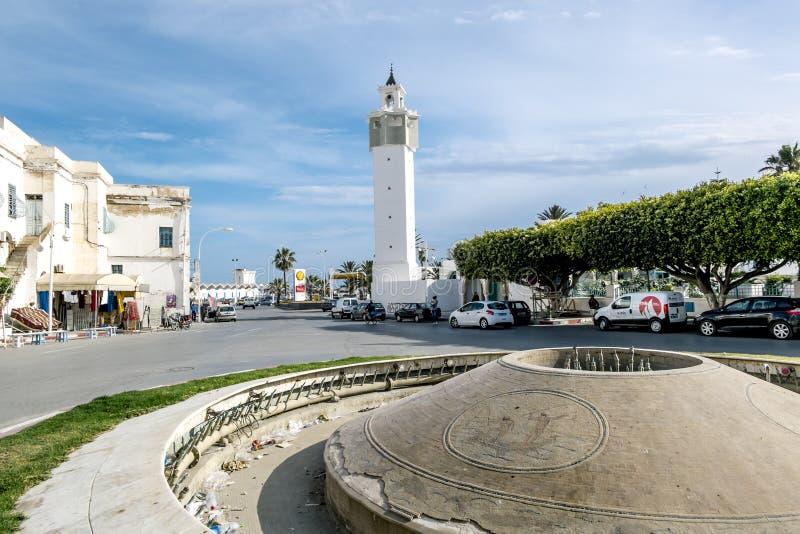 马赫迪耶街道和清真寺在突尼斯 免版税库存照片
