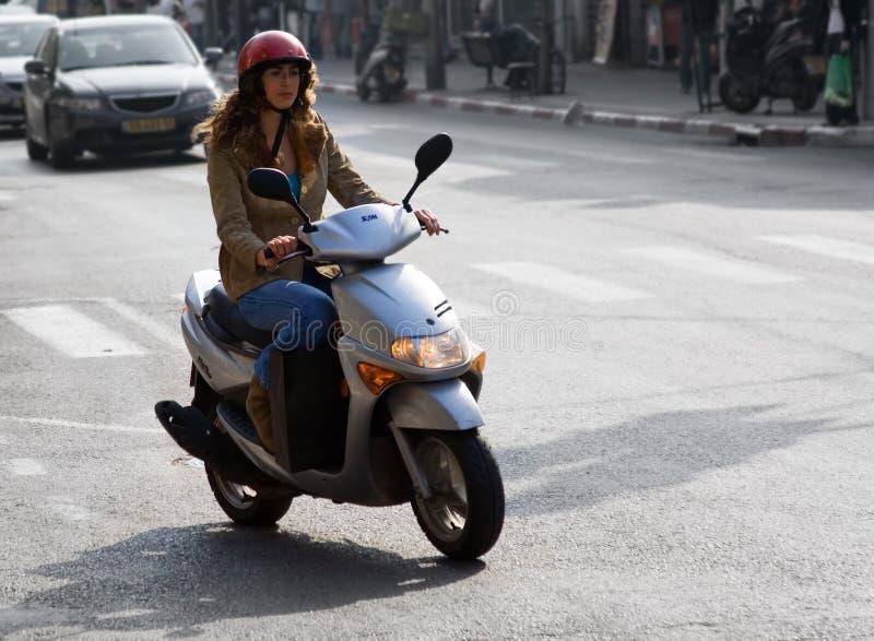 马达自行车的妇女 免版税图库摄影