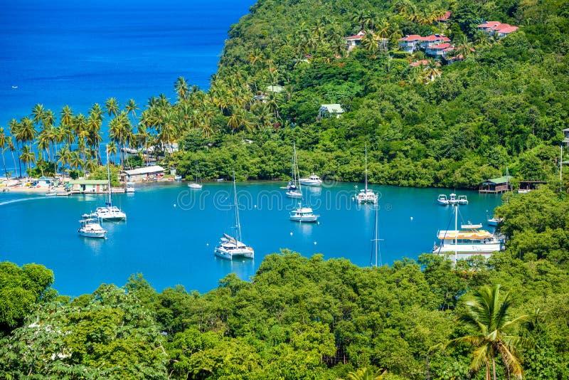 马里戈特海湾,圣卢西亚,加勒比 热带海湾和海滩在异乎寻常和天堂风景风景 找出马里戈特海湾  免版税库存图片