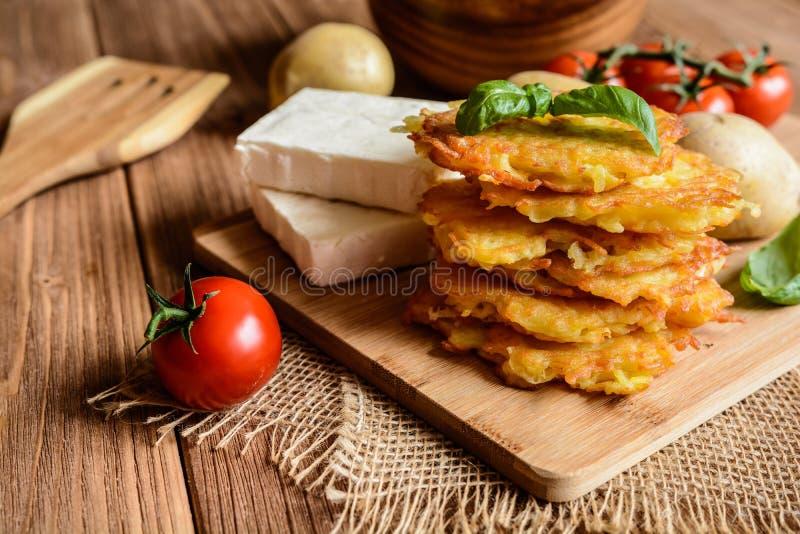 马铃薯薄烤饼用干酪 免版税库存照片