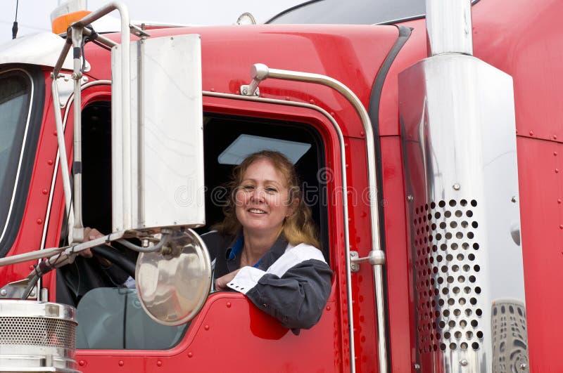 驱动十八位轮车妇女 免版税图库摄影