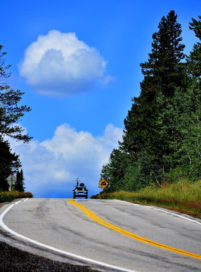 驱动在山冒险 免版税图库摄影