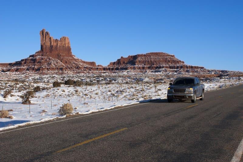 驱动西南旅行的冬天的美国沙漠 库存图片