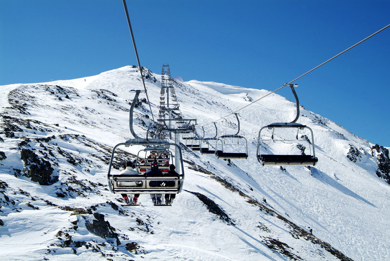 驾空滑车意大利滑雪 免版税库存照片