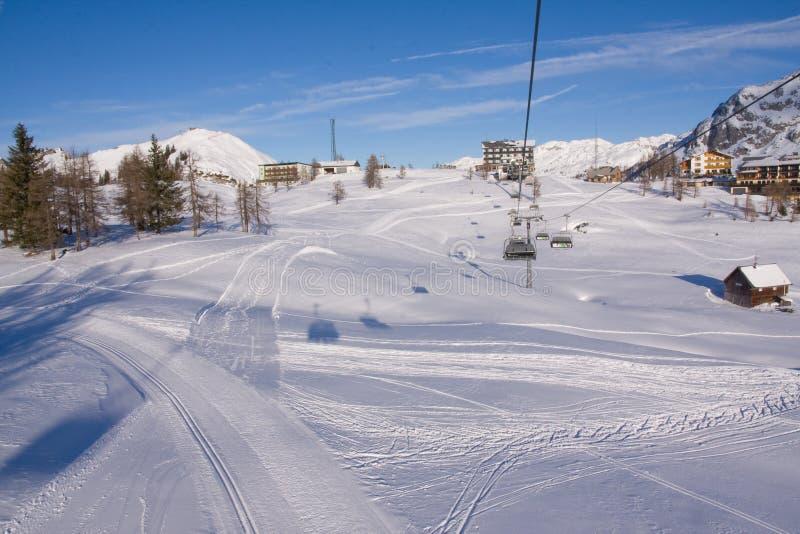 驾空滑车滑雪 免版税库存照片
