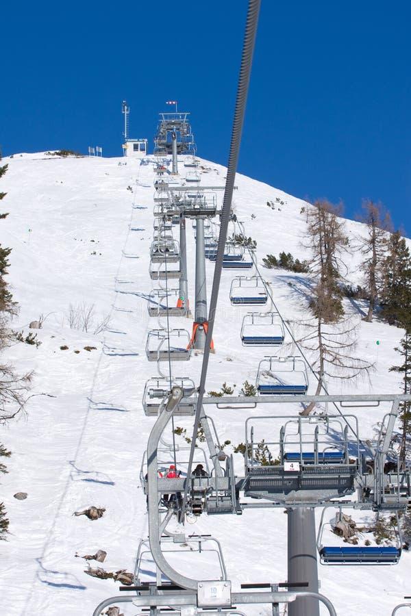 驾空滑车滑雪 免版税图库摄影