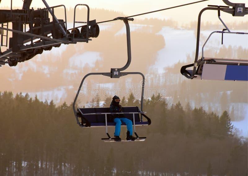驾空滑车的挡雪板 库存图片