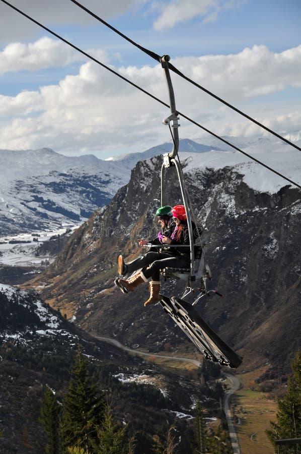 驾空滑车luge新的queenstown西兰 免版税库存图片