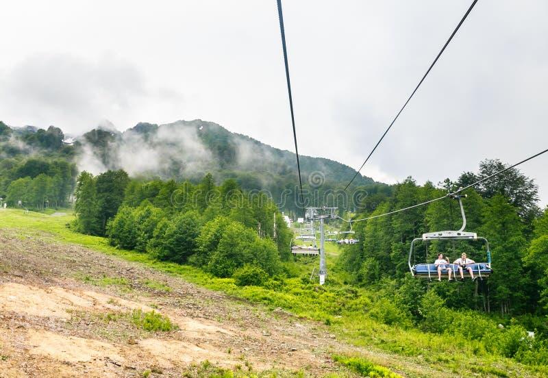 驾空滑车 滑雪胜地罗莎Khutor,索契 图库摄影